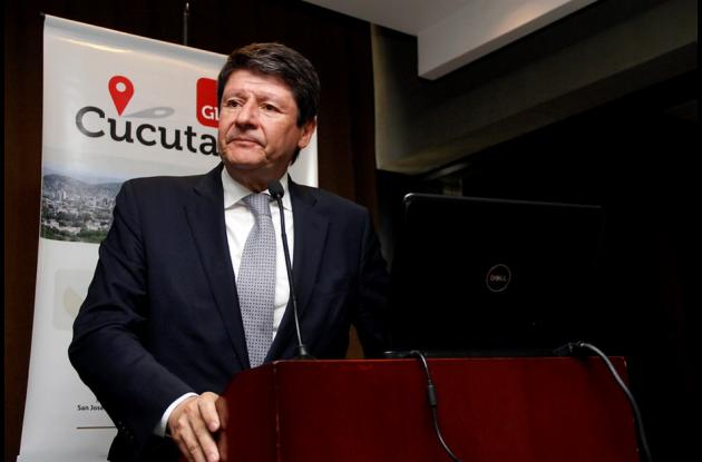 Ministro de Comercio, Santiago Rojas.