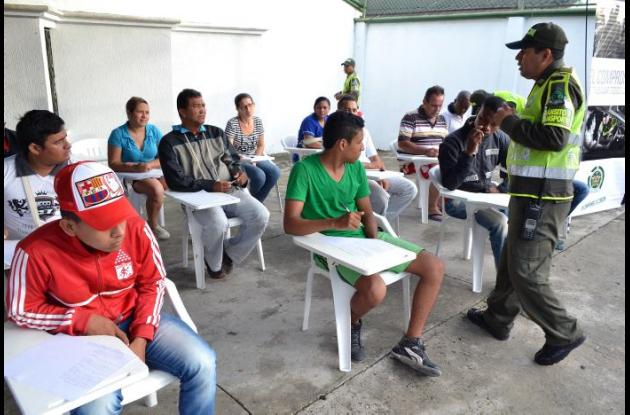 Las autoridades están realizando campañas pedagógicas en las zonas de acceso a las instituciones educativas y colocan planas  a los infractores de las normas de tránsito.