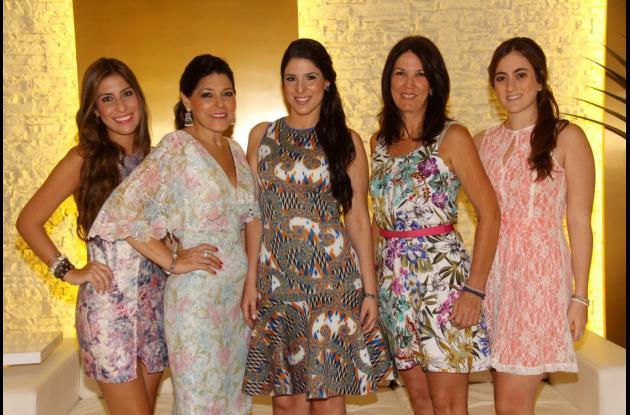 Melissa Ricardo, Olivia Sanín, la novia, Olivia Ricardo; Rebeca Núñez y Valeria García.