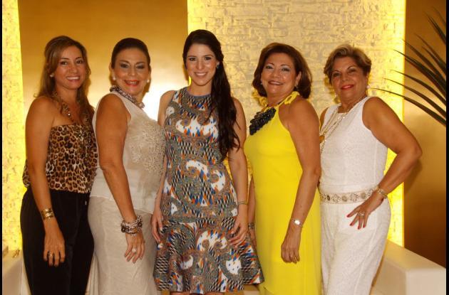 ania Bechara, Magaly Imbett, la novia, Olivia Ricardo Sanín; María Nelly Mendoza y Cecilia de Imbett.