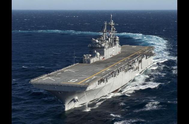 Buque de Asalto Anfibio USS AMÉRICA (LHA-6) de la Armada de los Estados Unidos.