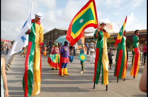 Un desfile organizado con comparsas llamativas fue una de las peticiones que hicieron los cartageneros en las Fiestas de Independencia del año pasado./