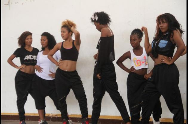 Bailarinas que hacen parte de la iniciativa 'Dancing in my house'.