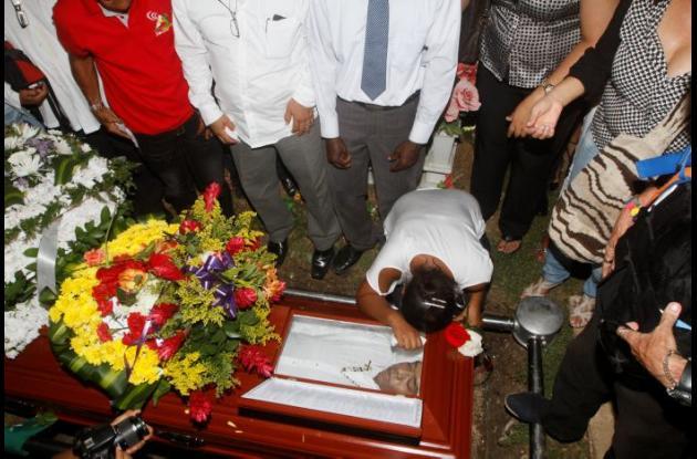 Familiares, locutores, periodistas y amigos le dieron la despedida al gran maestro Osvaldo Jiménez.