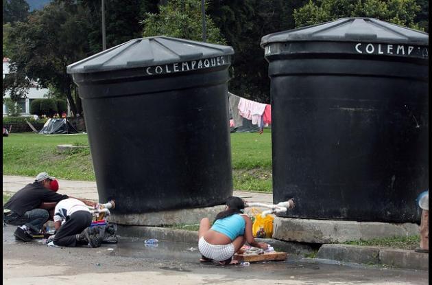 Algunos barrios de Santa Marta padecen por la falta del líquido. El Distrito busca alternativas para el problema.