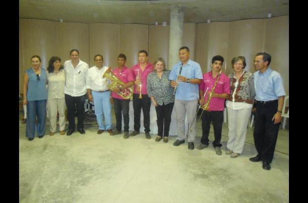 La nueva escuela recibió una dotación de instrumentos.