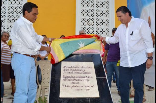 El alcalde de El Carmen, Francisco Vega y el gobernador de Bolívar, inauguraron varias obras.