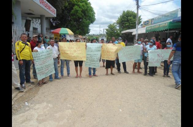 Familiares de las menores enfermas realizaron ayer una protesta exigiendo resultados