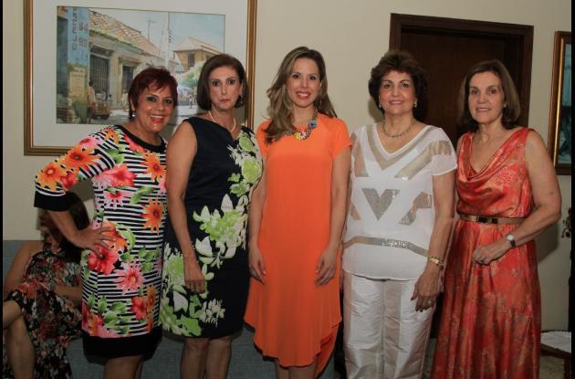 Marta González de Arocha, Marta Bajaire, Diana Rodríguez Arocha, María de los Ángeles de Barraza y Gabriela de Londoño.