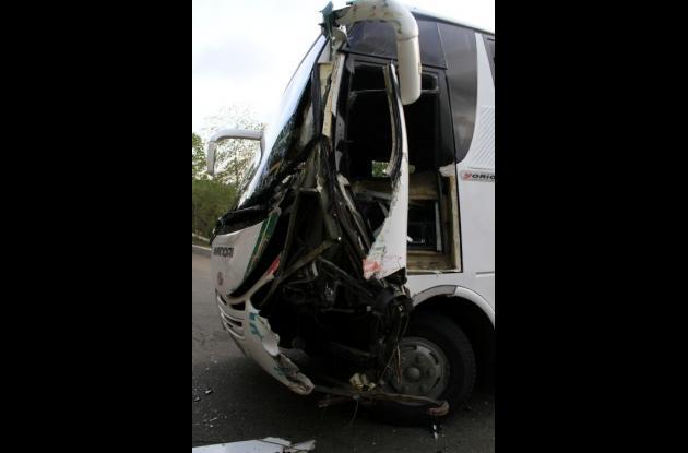 accidente entre chiva y bus de turismo en la popa