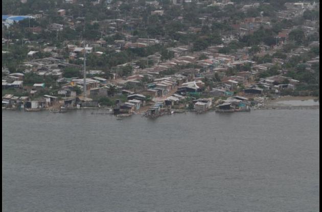 Las invasiones y tala de mangles además del vertimiento de aguas residuales que recibió por años la Ciénaga de La Virgen tiene contaminado este importante humedal de Cartagena.