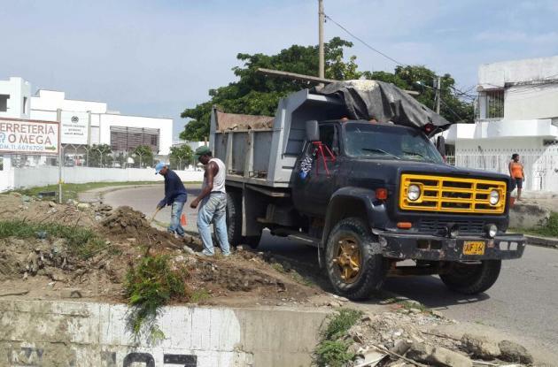 Limpieza de canales de aguas pluviales en Cartagena.