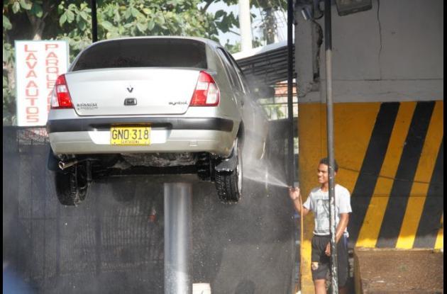 Lavaderos de carro desperdician agua