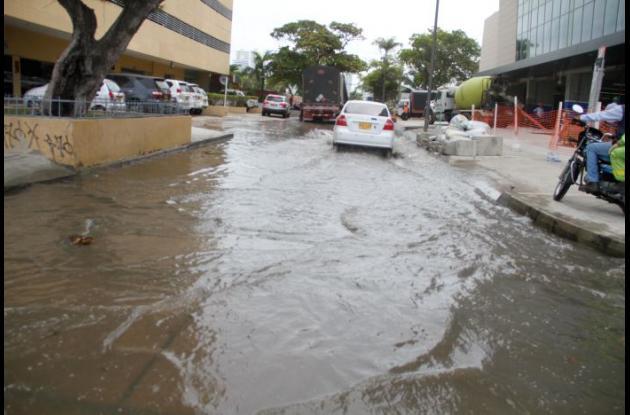 Aunque la marea de ayer y hoy aumentó más que el pasado martes, no hubo las inundaciones de aquel día en Bocagrande y Castillogrande.