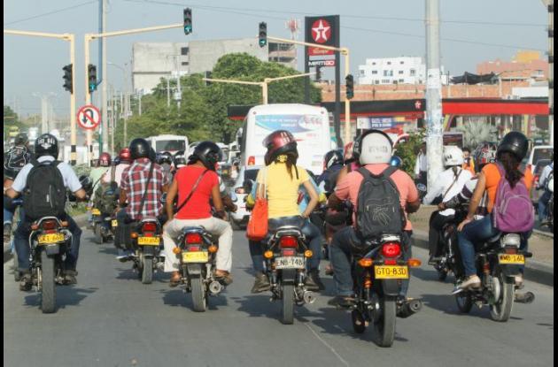 Las motocicletas no podrán circular de 9:00pm a 5:00 am