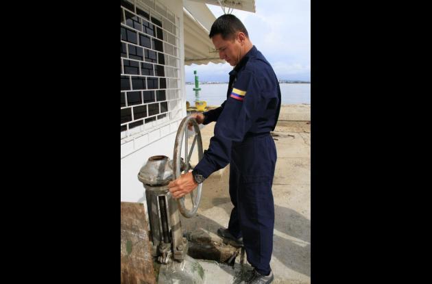 Válvula que ayuda a mitigar el represamiento de agua en la salida de Bocagrande.
