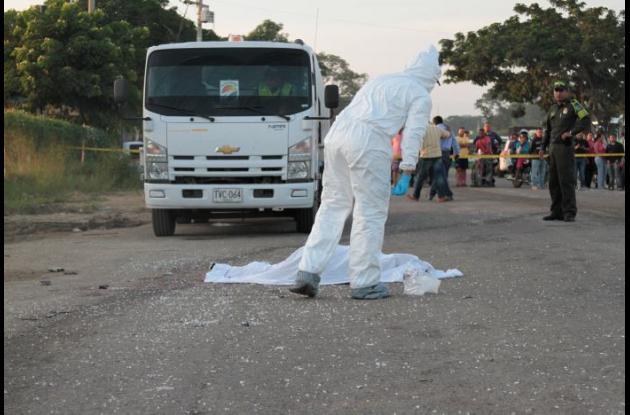 Buseta arrolló y mató a dos ciclistas en la vía Circunvalar.