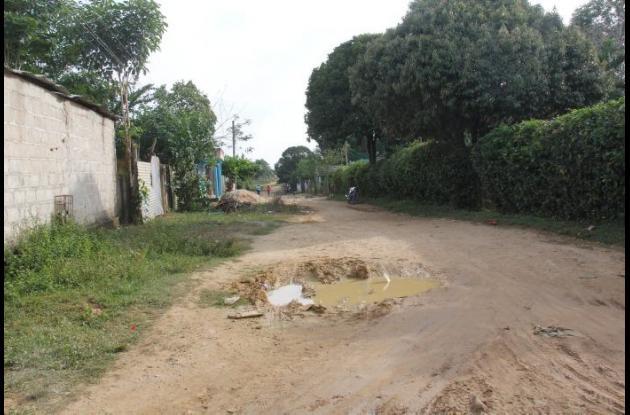 A Aníbal García lo hallaron muerto en un camino que del barrio Buenos Aires, en Arjona, lleva a Marica el Último. Lo mataron a cuchilladas en una riña.