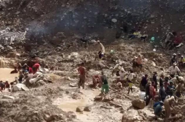El deslizamiento ocurrió en el corregimiento de Mina Santa Cruz, jurisdicción del municipio de Barranco de Loba, en el sur del departamento. Ocho heridos.