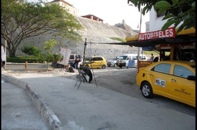Negocio en Pie del Cerro, junto al Castillo San Felipe, en el que un atracador mató a balazos al policía Robinson Prieto.