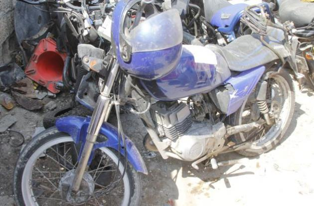 Moto en la que iba Didier Arenilla cuando una camioneta lo arrolló y mató en la Vía del Mar, en La Boquilla.