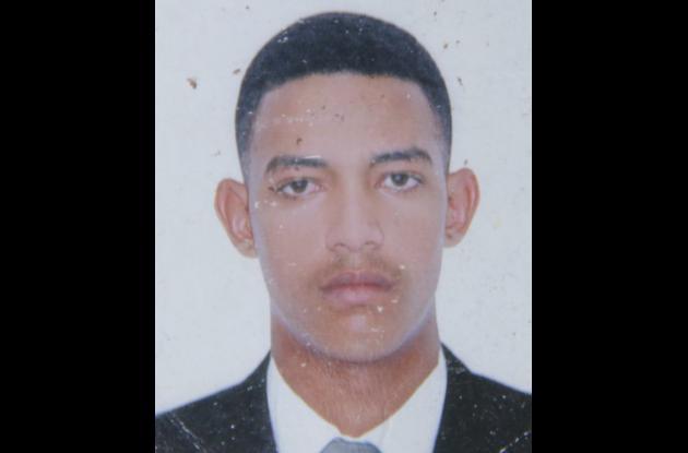 Henry Montesino. Murió cuando manejaba una moto y chocó contra búfalo en vía Las Piedras, en Arjona.