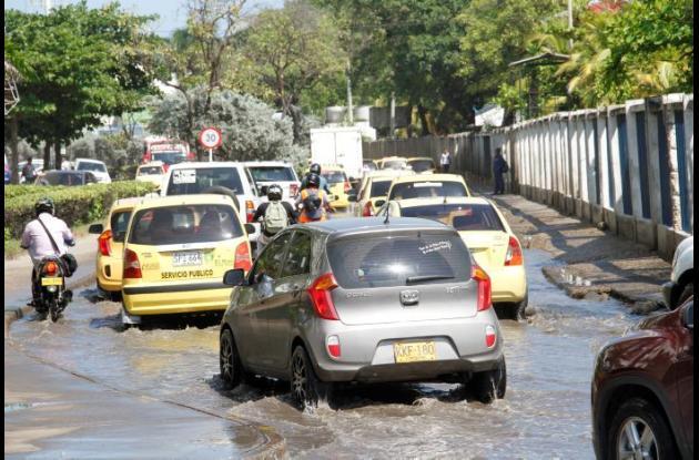 Trancones por anegación en Bocagrande