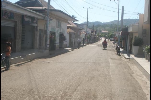 En el sector Zona Rosa de San Juan Nepomuceno fueron baleados los hermanos Caro López. Los tres fueron remitidos en ambulancias a Cartagena. Ayer en la madrugada murió uno de ellos. Se trata de Carlos.
