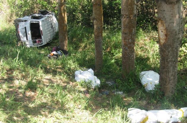 El fatal accidente ocurrió en la vía Sincelejo-Calamar. Seis personas murieron, entre ellas una menor de 6 años. Otras ocho personas resultaron heridas. Se dice que la van en la que iban las víctimas fatales salió de Sincelejo y tenía como último destino Cartagena.
