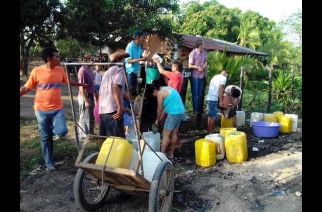 Comunidad de San Anterito buscando líquido potable ante sequía de represas.