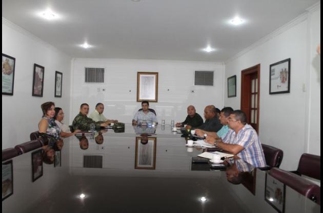 El gobernador Alejandro Lyons reunido con autoridades para diseñar estrategias de seguridad en Córdoba.