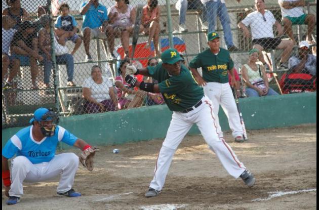 Néstor Martínez, bateador de Amigos-Telepeaje.