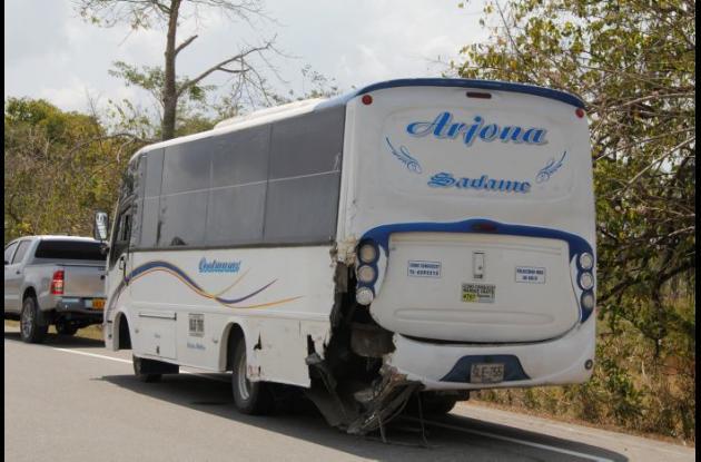 En Arjona una volqueta chocó a una buseta. No hubo heridos. Troncal de Occidente.