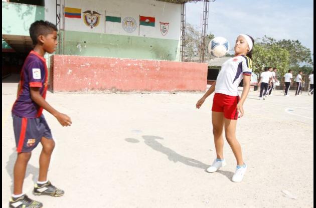 Nayan y Gabriela son unos talentosos jugadores de fútbol que se fueron a Bogotá a cumplir sus metas.