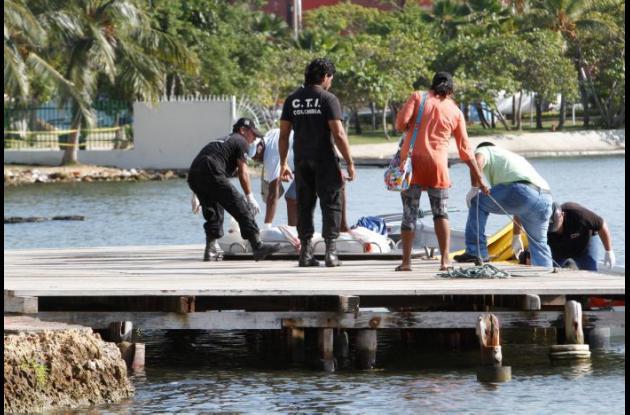 El cadáver del vigilante fue llevado de Bocachica a Cartagena en una lancha, hasta un muelle en Manga.