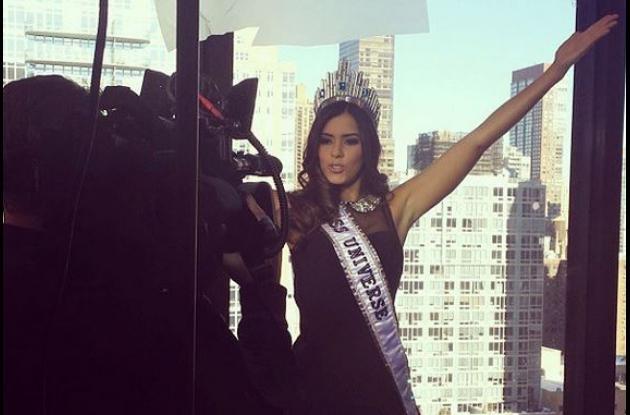Paulina Vega, Miss Universo, en una de las entrevistas que ha ofrecido desde que es Miss Universo.