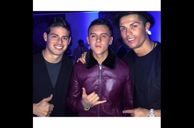 Kevin Roldán junto a James Rodríguez y Cristiano Ronaldo.