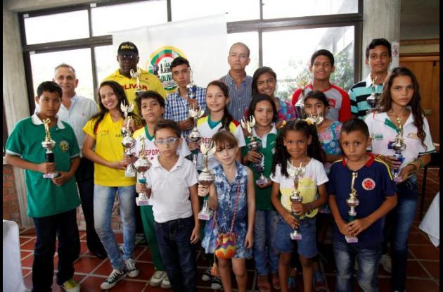 El grupo de campeones en Zonal de Ajedrez Costa Caribe, que se realizó en el Complejo de Raquetas.