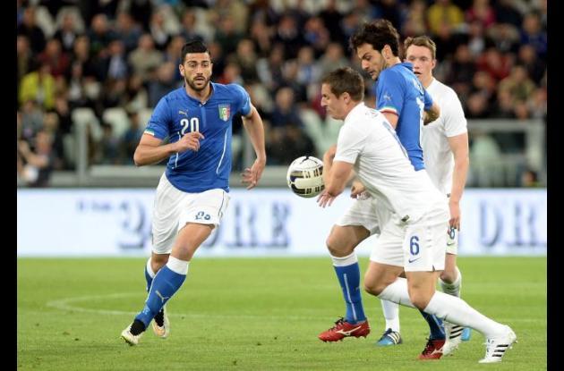 Italia y Inglaterra empataron a un gol en el amistoso disputado en Turín.