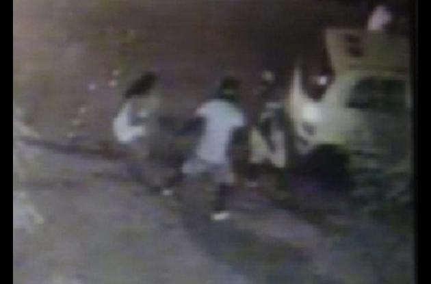 Video de atraco en Alcibia. Este un policía baleó al presunto ladrón John Blandón, quien murió.