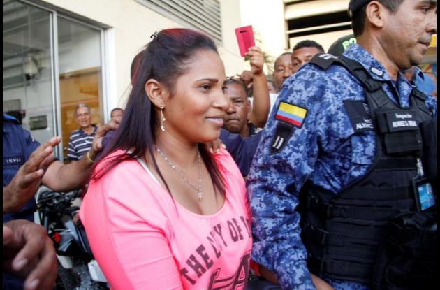 Josefa Cardona, capturada por crimen de embarazada Kelly Zapateiro junto a estación de Policía en Manzanillo del Mar.