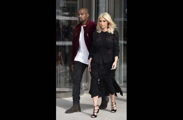 Kim Kardashian y Kanye West en la Semana de la Moda en París.