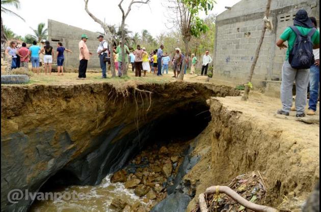 18 casas de Puerto Rey fueron arrasadas por la erosión marina. Comunidad y autoridades piden ayuda al Gobierno nacional.