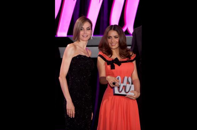 Doña Letizia con la galardonada Salma Hayek