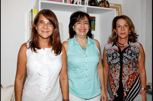 Carmen Fuentes, Zamira de Camacho y Pilar Lián.