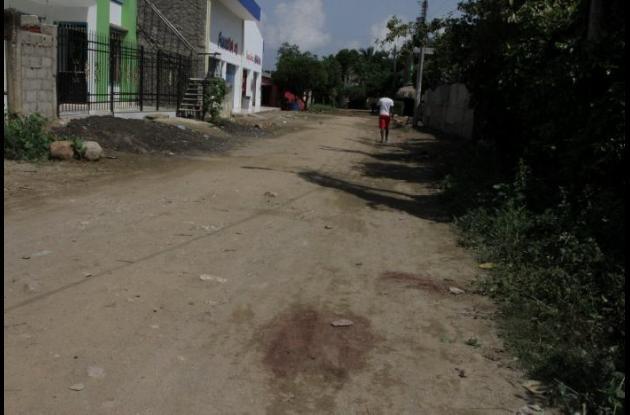 El ataque ocurrió en la calle Primera del Viso, en Malagana. En el lugar quedó muerto Yorman Herrera Castro, Sus parientes cuentan que recibió múltiples heridas. Hay cuatro detenidos por el hecho, que hasta ayer no estaban en calidad de capturados.