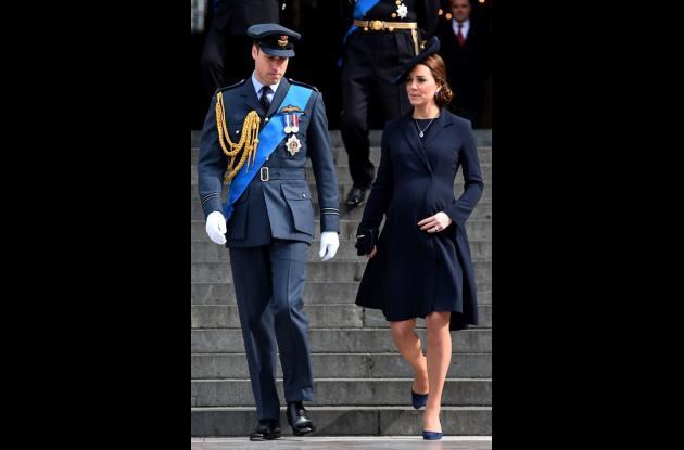 Catalina, esposa del príncipe Guillermo, dio a luz a una niña.