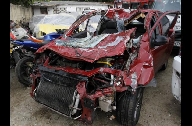 Campo Iguarán murió tras chocar en su carro contra vaca en la Vía del Mar, Cartagena.