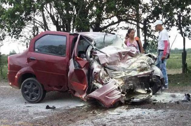 El carro en el que iba Kelly Gómez quedó destrozado tras chocar contra una Kia, en Sucre. La cartagenera murió en el acto. El hecho ocurrió en Buenavista, Sucre.