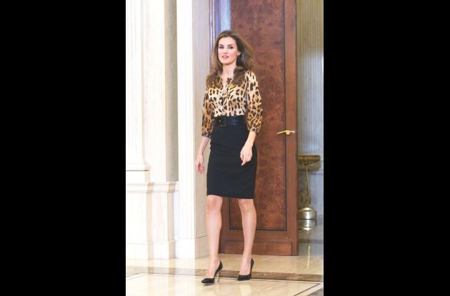 La reina Letizia usa el animal print con moderación y equilibrio.